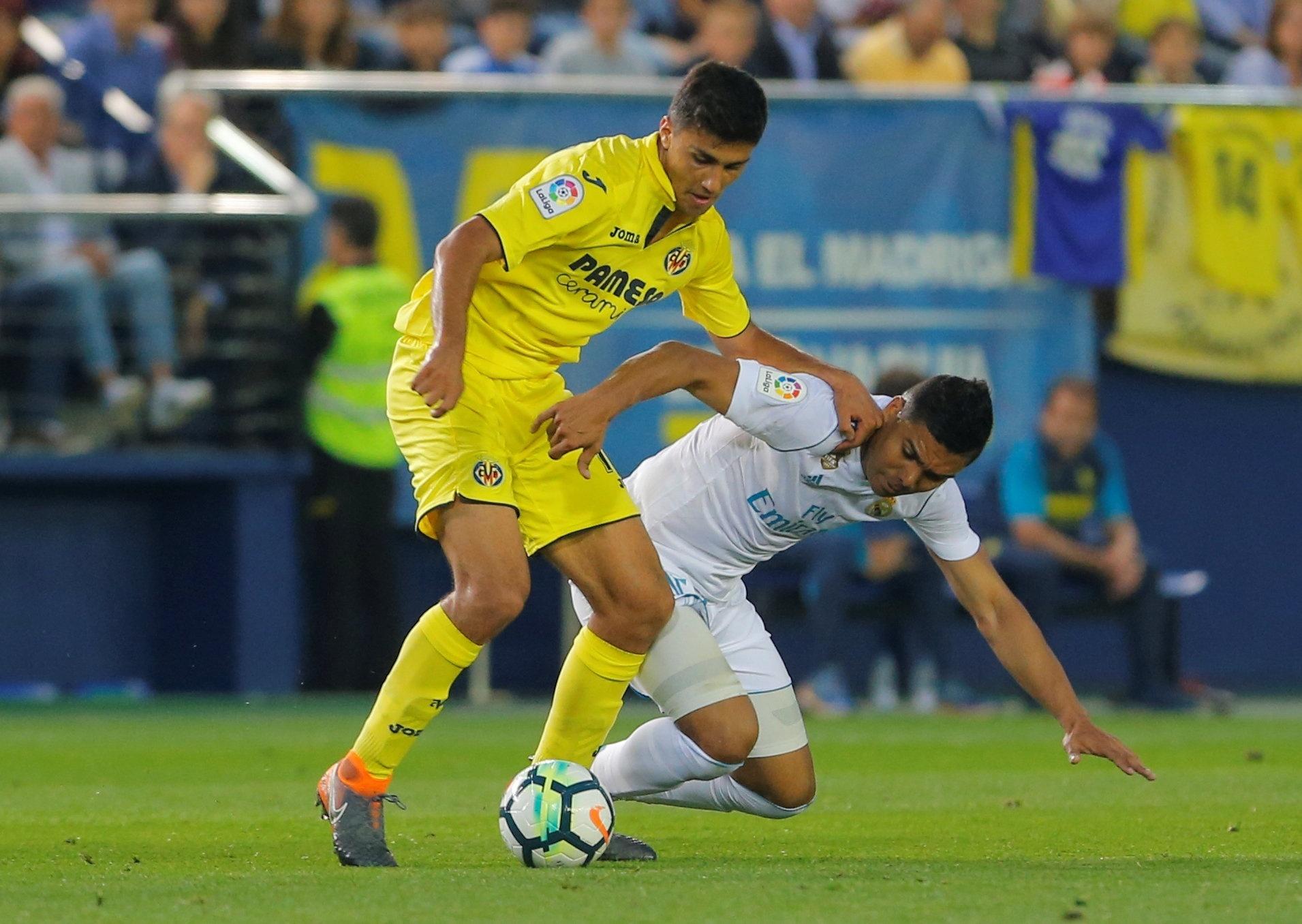 Casemiro divide a bola com Rodri em Villarreal x Real Madrid