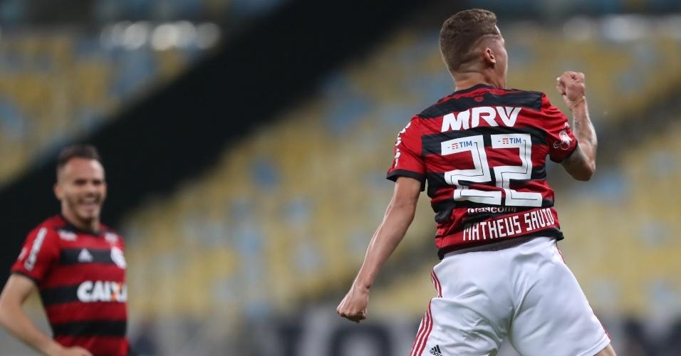 Matheus Sávio comemora o gol marcado na vitória do Flamengo sobre o Botafogo