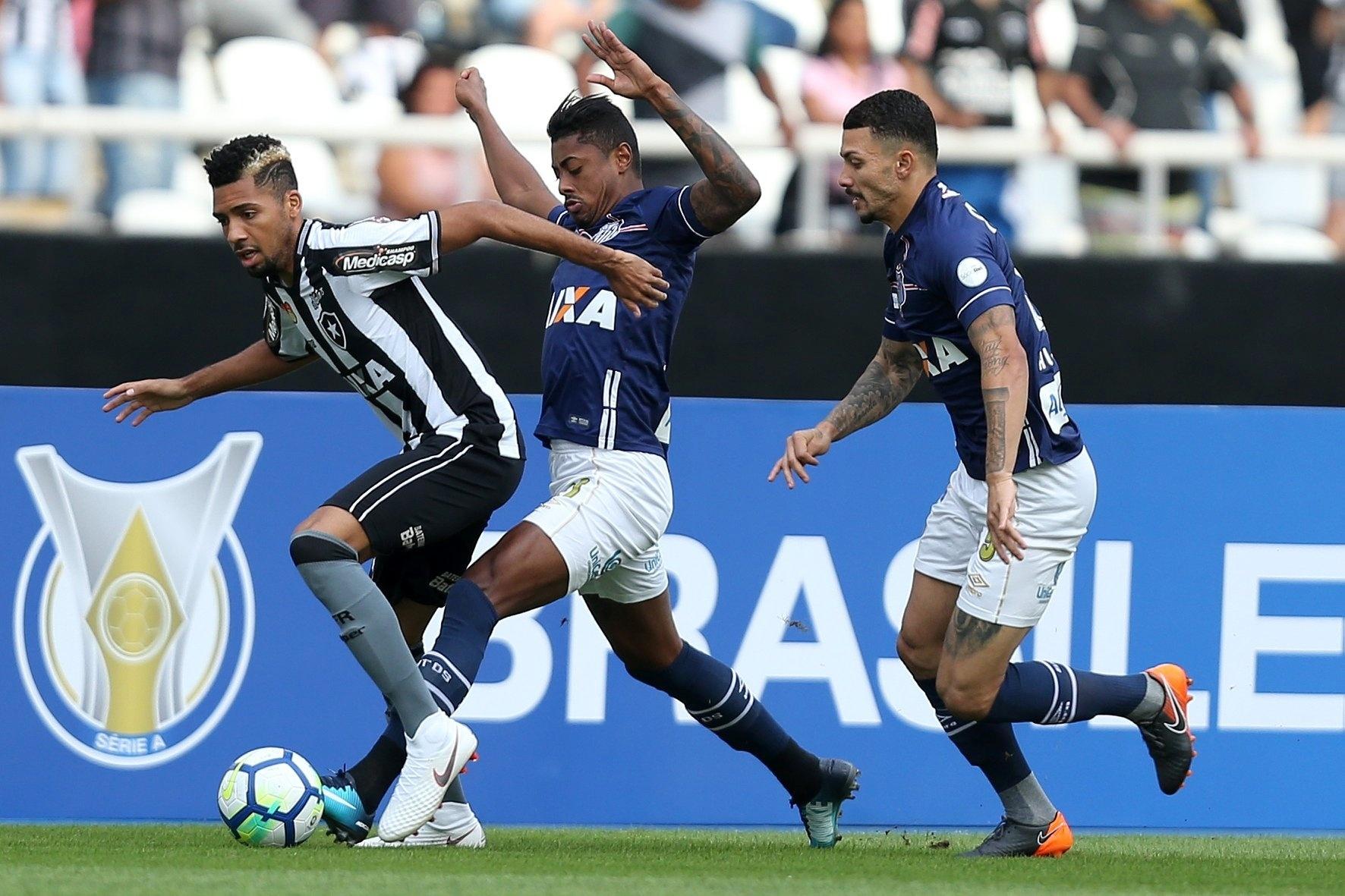 Botafogo e Santos se enfrentam no estádio Nílton Santos pelo Campeonato Brasileiro 2018