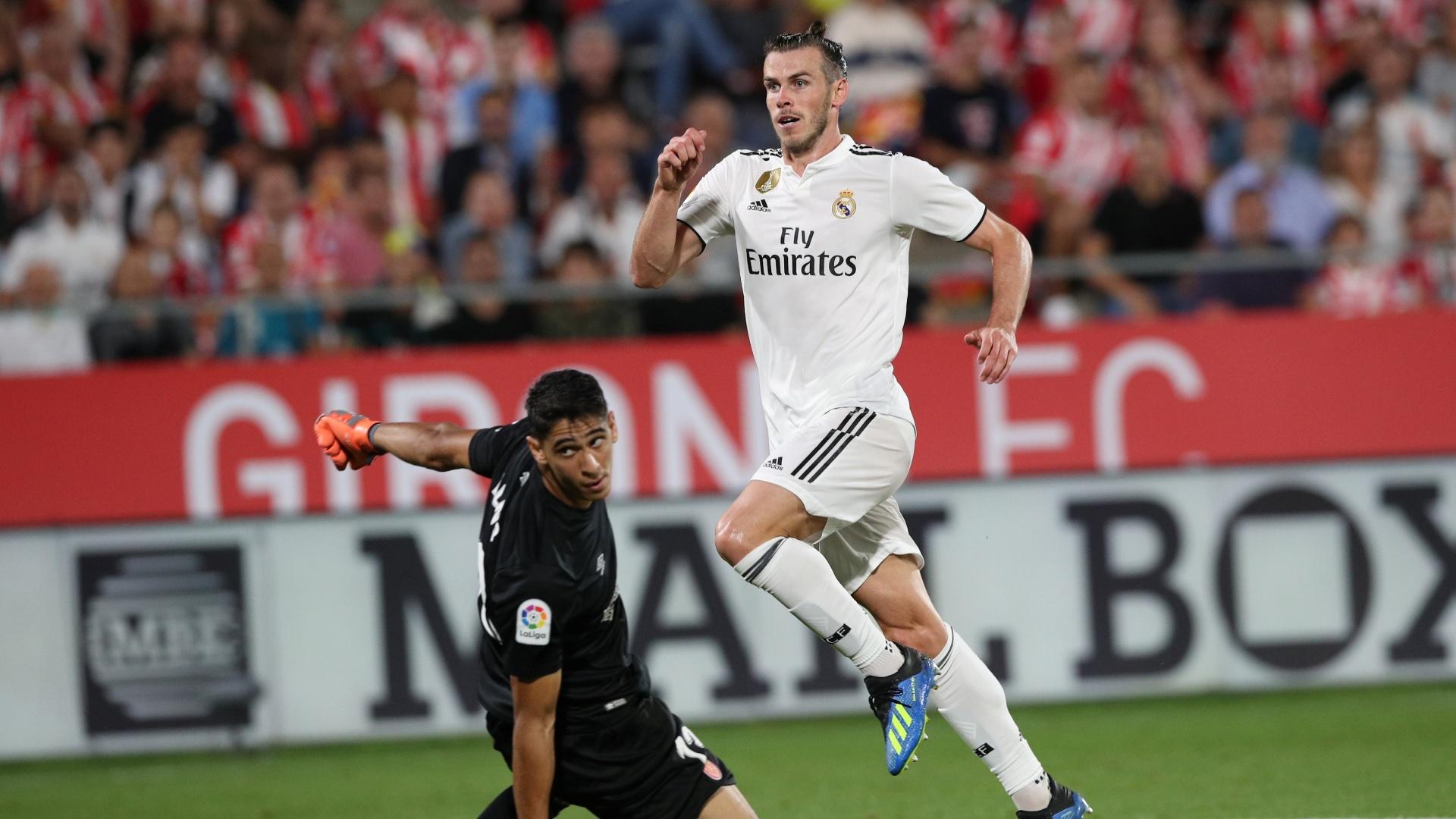 Gareth Bale bate na saída do goleiro Yassine Bounou para fazer o terceiro do Real Madrid