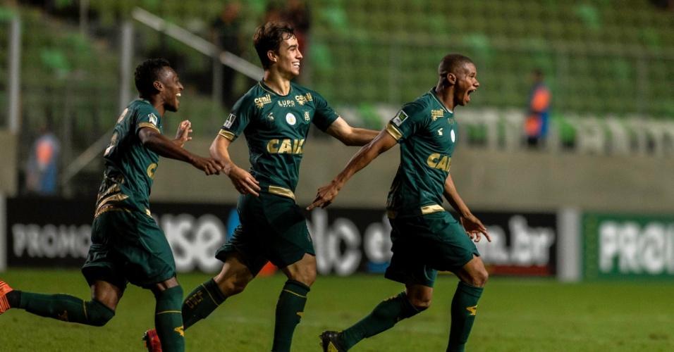 Juninho comemora gol do América-MG contra o Bahia