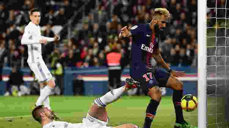 Chuopo-Moting perde gol incrível - Anne-Christine POUJOULAT / AFP - Anne-Christine POUJOULAT / AFP