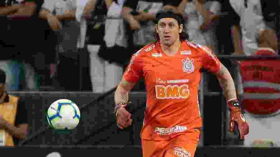 Goleiro Cássio em ação com os pés durante partida do Corinthians nesta temporada - Marcello Zambrana/AGIF
