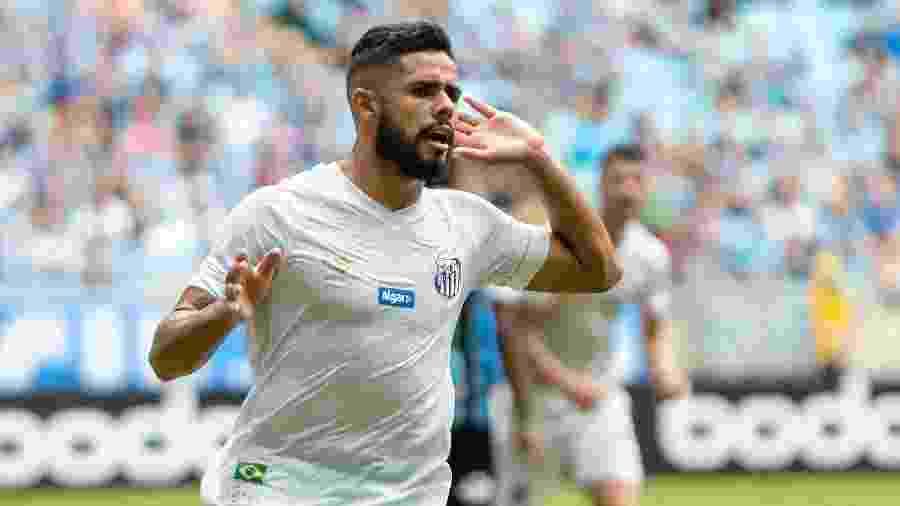 Felipe Jonatan comemora gol do Santos contra o Grêmio  - Jeferson Guareze/AGIF