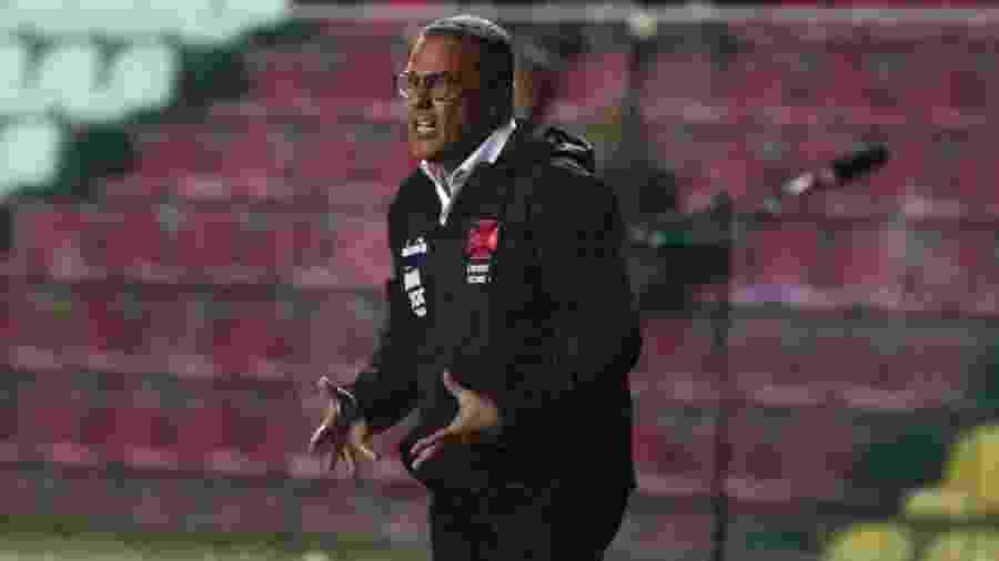 Técnico Vanderlei Luxemburgo teria pedido para Rossi cobrar o pênalti - Carlos Gregório Júnior / Vasco