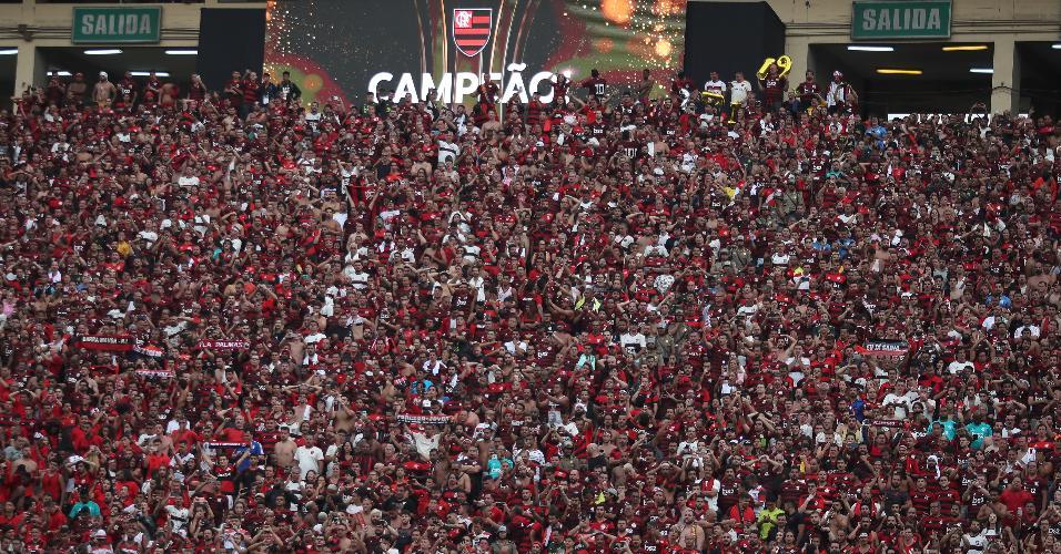 Torcedores do Flamengo fazem a festa em Lima após título da Libertadores