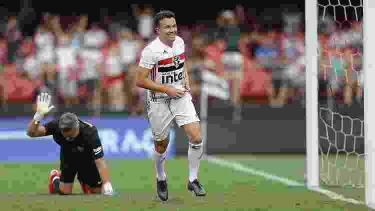 Dagoberto comemora o gol marcado sobre o Barcelona na final da Legends Cup - Paulo Pinto/saopaulofc.net