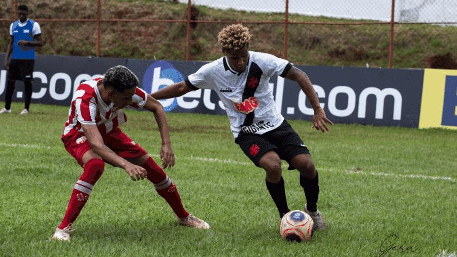 Atacante cruzmaltino João Pedro foi expulso ainda no primeiro tempo na partida do Vasco contra a Itapirense - Geraldo Gaspare / Twitter Vasco