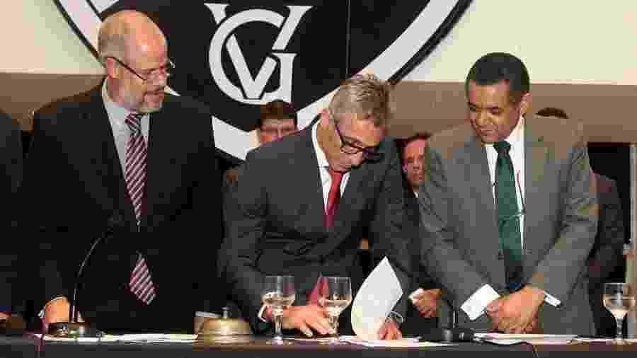 Roberto Monteiro (presidente do Deliberativo), Campello (presidente do Vasco) e Eloi Ferreira (vice-presidente Geral) - Paulo Fernandes / Vasco