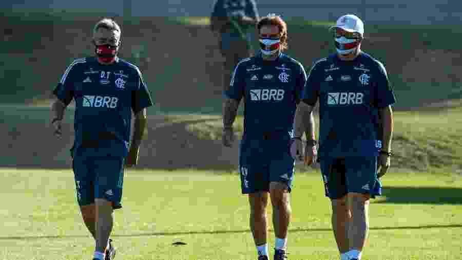 Domènec Torrent e seus auxiliares diretos durante treino do Flamengo - Alexandre Vidal/Flamengo