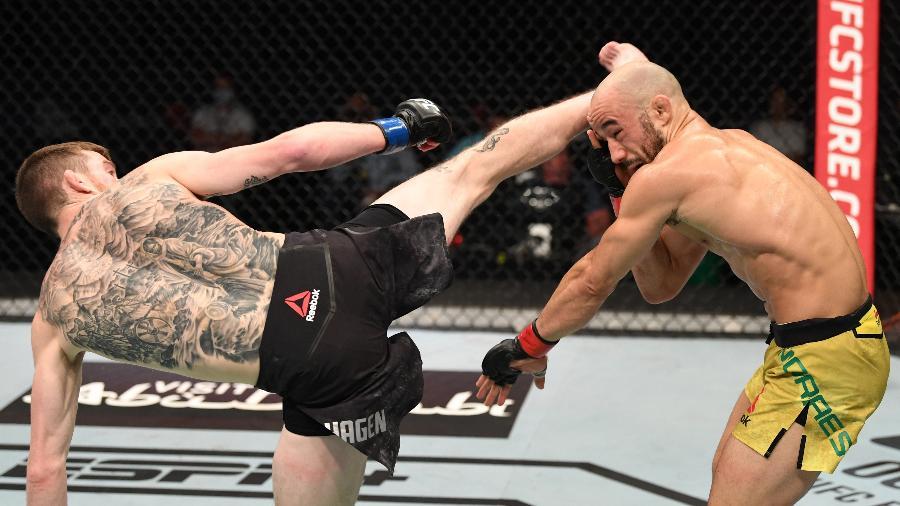 Cory Sandhagen acerta chute giratório e nocauteia Marlon Moraes, no UFC Fight Island 5 - Josh Hedges/Zuffa LLC via Getty Images