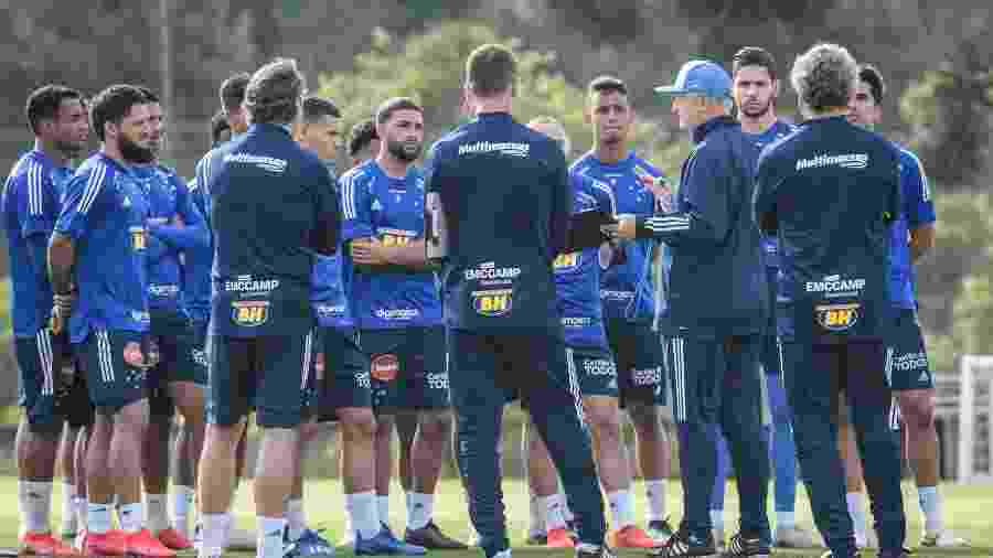 Felipão comandou seu primeiro treino no Cruzeiro e conversou com os jogadores - Gustavo Aleixo/Cruzeiro
