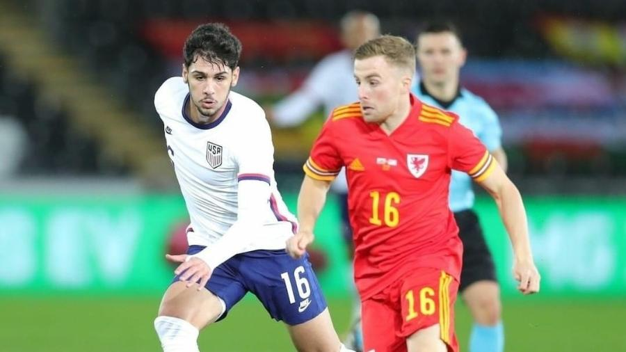 Johnny, do Inter, em campo pela seleção dos Estados Unidos contra o País de Gales - Reprodução/Instagram da seleção norte-americana de futebol