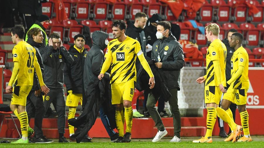 Hummels deixou o gramado muito irritado após a derrota do Dortmund para o Union Berlim - ANNEGRET HILSE/AFP