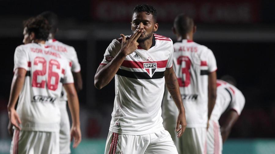 Reinaldo, lateral esquerdo do São Paulo - Rubens Chiri / saopaulofc.net