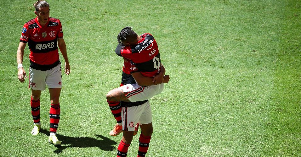 Gabigol comemora após marcar para o Flamengo contra o Palmeiras