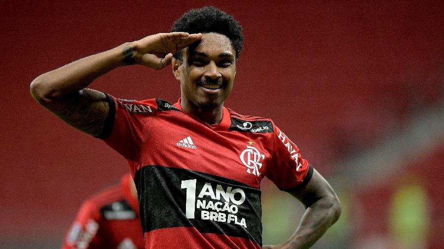 Vitinho comemora gol marcado na vitória do Flamengo sobre o Defensa y Justicia, pelas oitavas da Libertadores 2021. - Staff Images/Conmebol