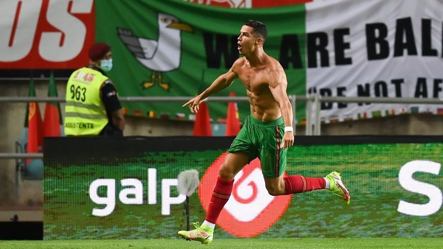 Cristiano Ronaldo comemora gol da vitória de Portugal contra a Irlanda, pelas Eliminatórias da Copa do Mundo de 2022 - Sportsfile via Getty Images