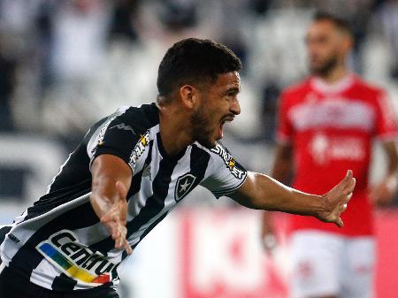 Marco Antônio comemora seu gol marcado no duelo entre Botafogo e CRB pela Série B do Brasileiro - Vítor Silva/ BFR