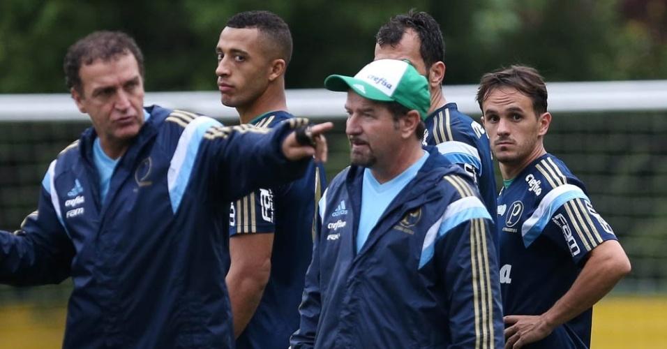 Cuca orienta atletas do Palmeiras em treino do time na Academia de Futebol