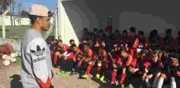 Taison visita Progresso FC, time de Pelotas, durante as férias no Brasil - Divulgação - Divulgação