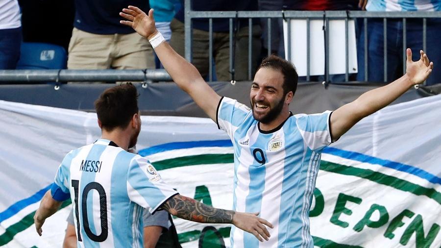 Higuain comemora gol marcado pela Argentina sobre a Venezuela - Winslow Townson-USA TODAY Sports