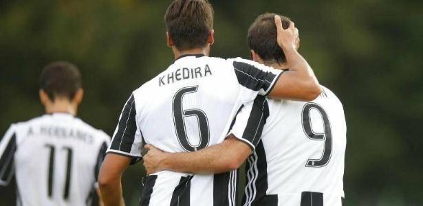 Khedira e Higuain celebram gol da Juventus