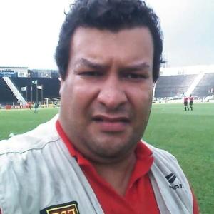 Homem acusado de praticar golpes em jogadores e imprensa esportiva  - Reprodução