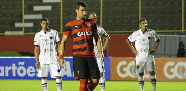 André Lima (foto) e Patric desperdiçaram cobranças de pênalti no domingo (12)