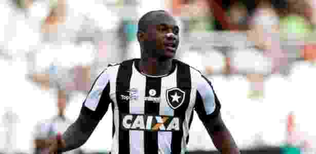 0f4ec1cc86 Meia conclui exames e finaliza troca entre Cruzeiro e Botafogo por ...