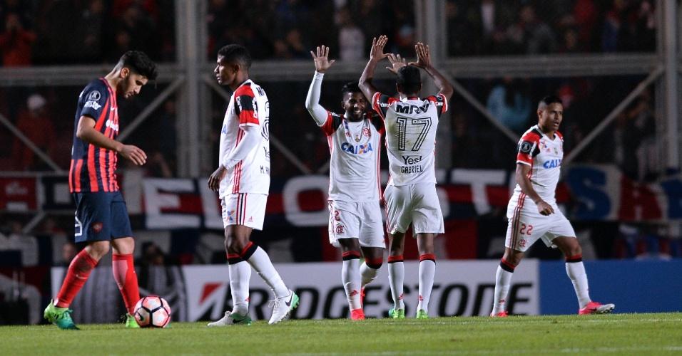 Rodinei festeja ao marcar para o Flamengo contra o San Lorenzo