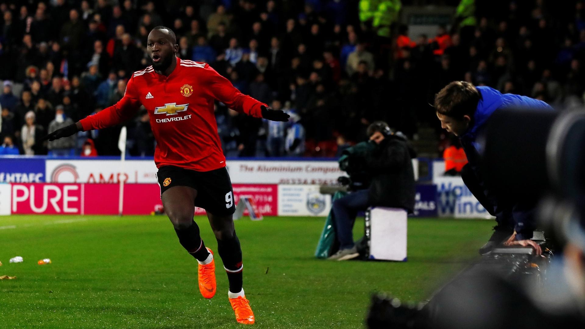 Ele de novo! Lukaku marca seu segundo pelo United contra o Huddersfield