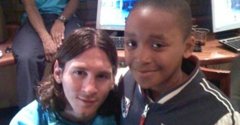 Steven Bergwijn, jogador do PSV, tirou foto com Lionel Messi aos 10 anos