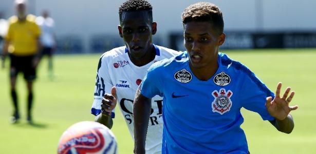 Pedrinho foi um dos melhores do Corinthians, que esteve em baixo ritmo no jogo-treino