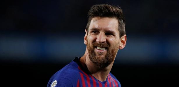 Lionel Messi em ação pelo Barcelona contra o Levante - Albert Gea/Reuters