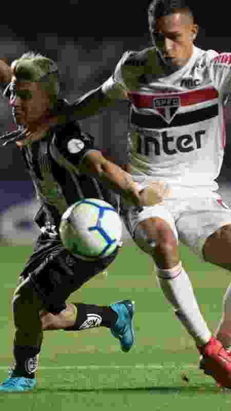 Firme na marcação de Soteldo, Igor Vinícius teve atuação elogiada contra o Santos - Ivan Storti/Santos FC