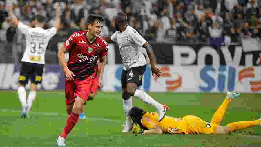 Leo Cittadini defende o Athletico-PR e está na mira do Atlético-MG no mercado da bola - Daniel Vorley/AGIF