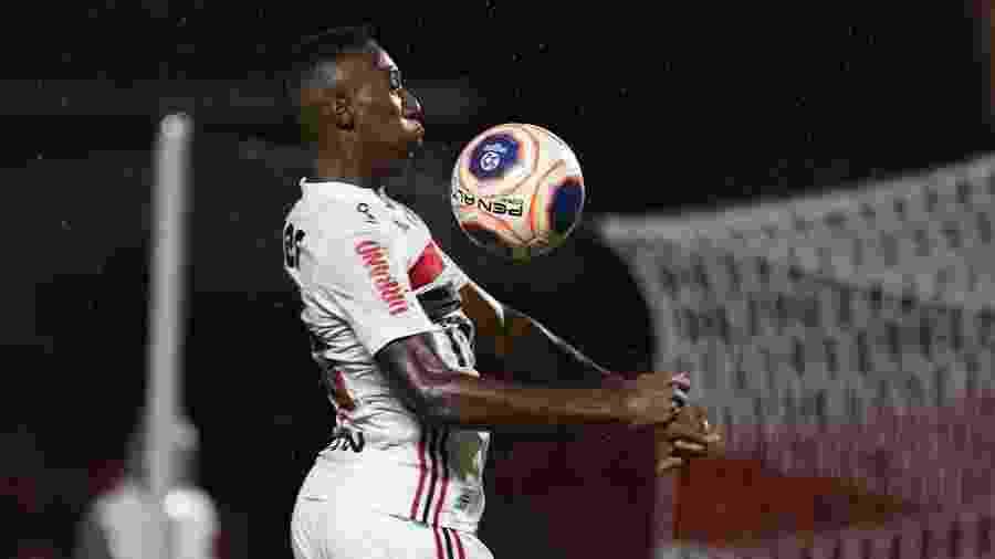 Léo é a novidade de Fernando Diniz para o confronto deste domingo - Rubens Chiri/saopaulofc.net