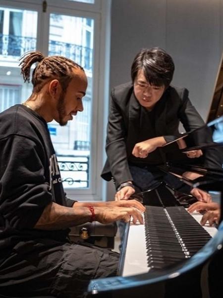 Lewis Hamilton ao lado do pianista chinês Lang Lang - Reprodução / Instagram