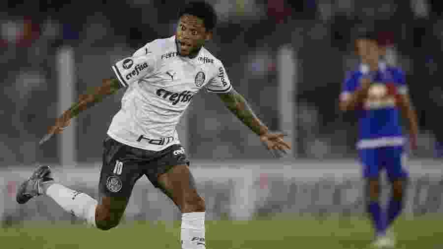 Luiz Adriano comemora depois de anotar o primeiro gol do Palmeiras no duelo contra o Tigre - Juan Mabromata/AFP