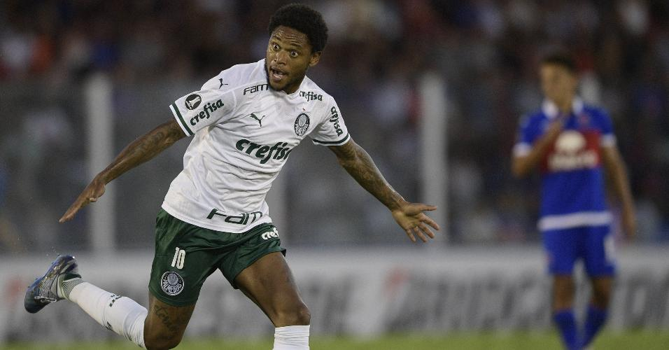 Luiz Adriano comemora depois de anotar o primeiro gol do Palmeiras no duelo contra o Tigre