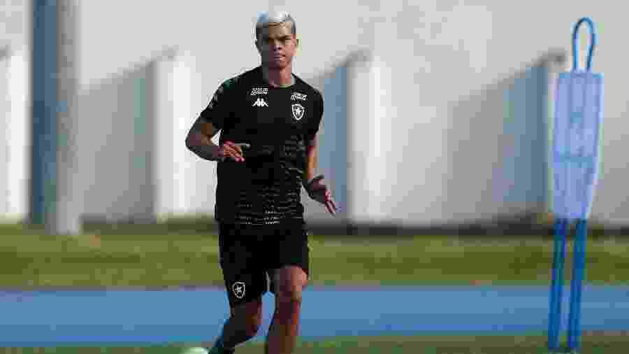 Lateral-direito Fernando começou 2020 lutando com Barrandeguy por vaga no time titular - Vitor Silva/Botafogo