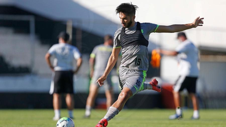 Volante Andrey durante treinamento do Vasco no estádio do vizinho São Cristóvão - Rafael Ribeiro / Vasco