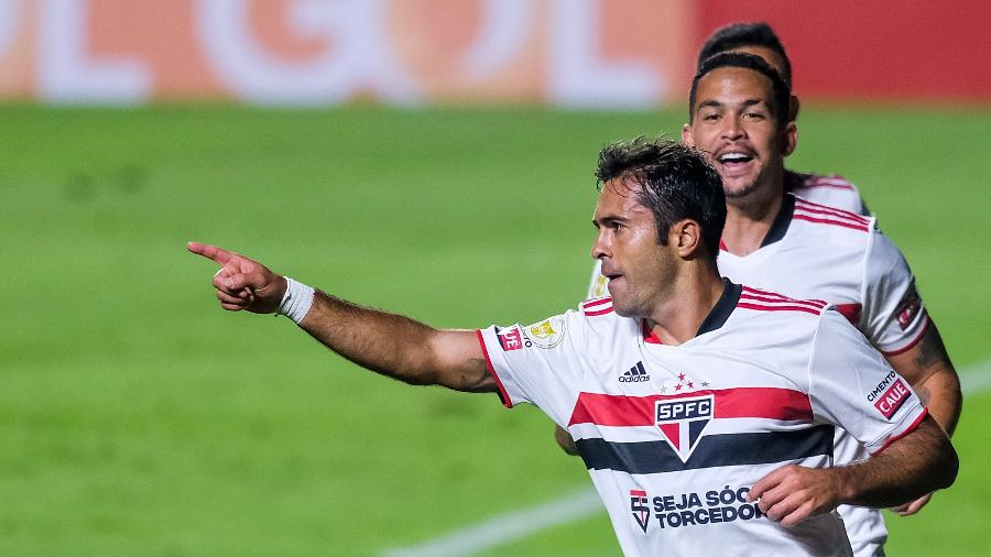 Eder comemora gol do São Paulo contra a Chapecoense pelo Brasileiro - Marcello Zambrana/AGIF