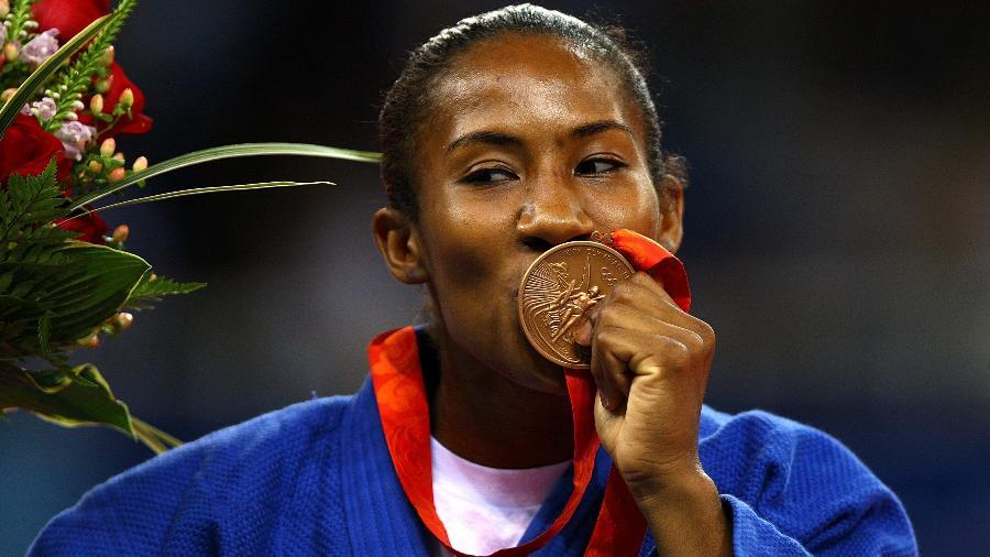 Ketleyn Quadros celebra sua medalha de bronze em Pequim - Paul Gilham/Getty Images
