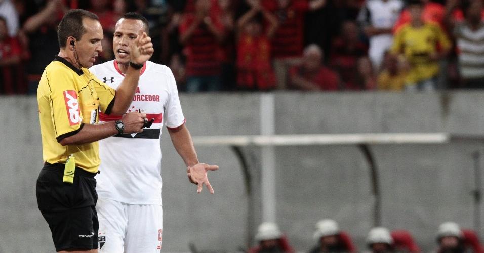 Luis Fabiano é expulso de campo na derrota de 2 a 0 do São Paulo para o Sport