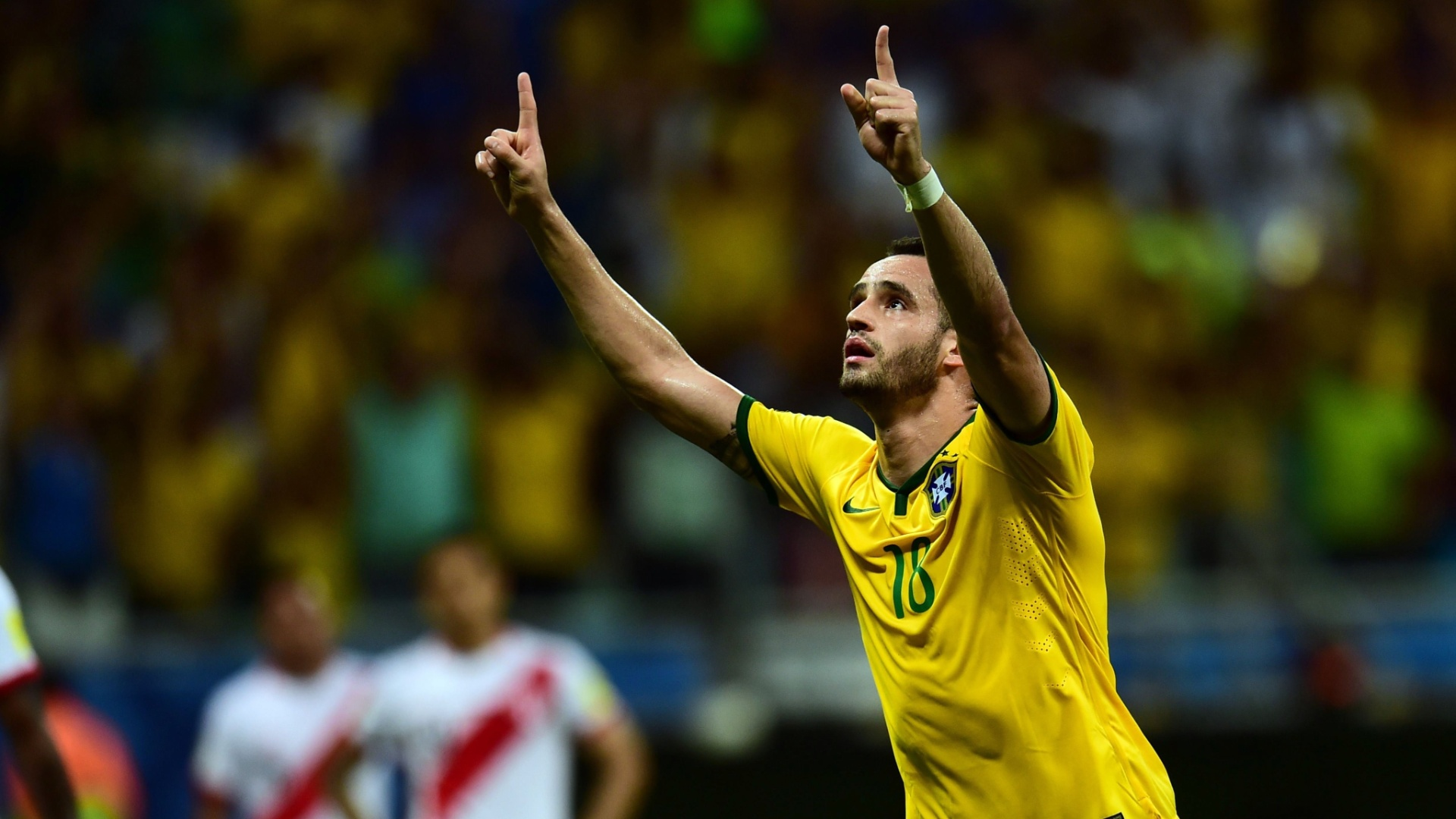 Renato Augusto comemora o seu gol pelo Brasil contra o Peru, nas Eliminatórias da Copa do Mundo
