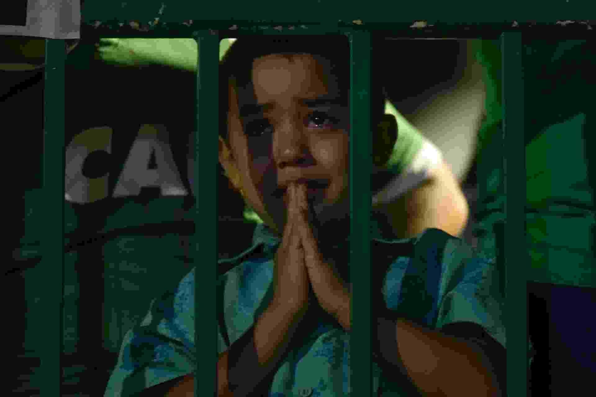 Pequeno torcedor da Chapecoense se emociona na Arena Condá - Douglas Magno/AFP