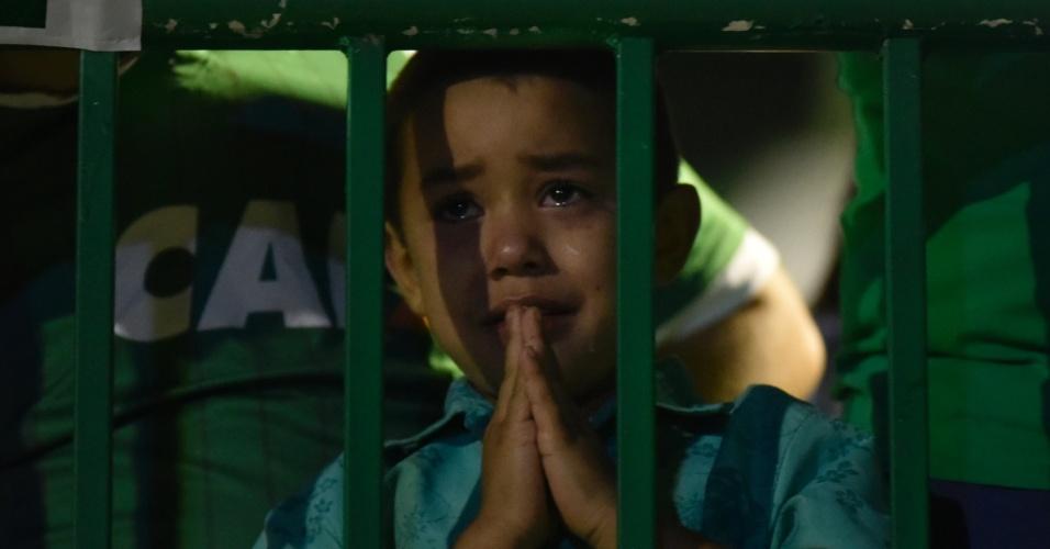 Pequeno torcedor da Chapecoense se emociona na Arena Condá