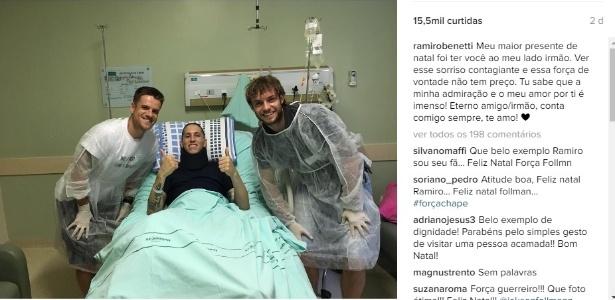 Follmann recebe visita de amigo Ramiro no hospital em Chapecó